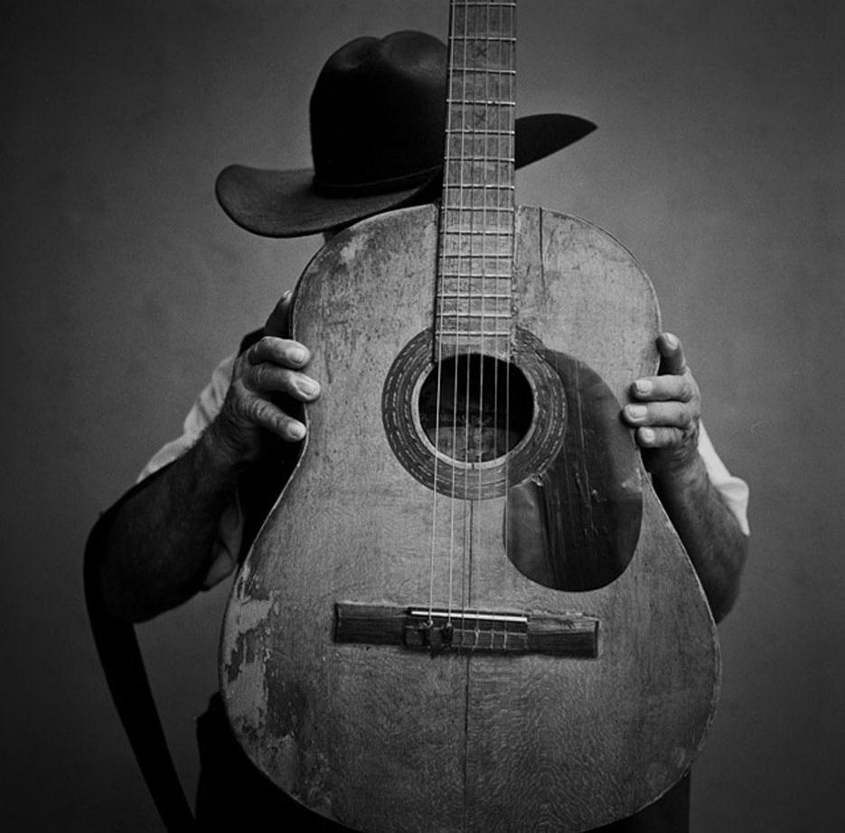 18. El Guitarrista. (Russell Monk)