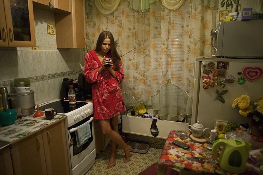 14. 19-летняя Анастасия Машукова дома накануне вылета в Москву для конкурса «Мисс Россия». Анастасия
