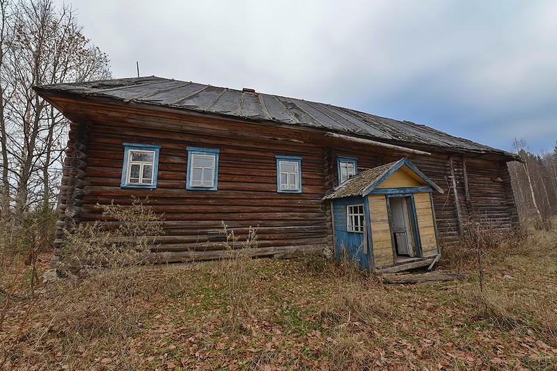 12. Это крестьянское жилище также шестистенок. Конструктивную основу постройки составляет связь шест