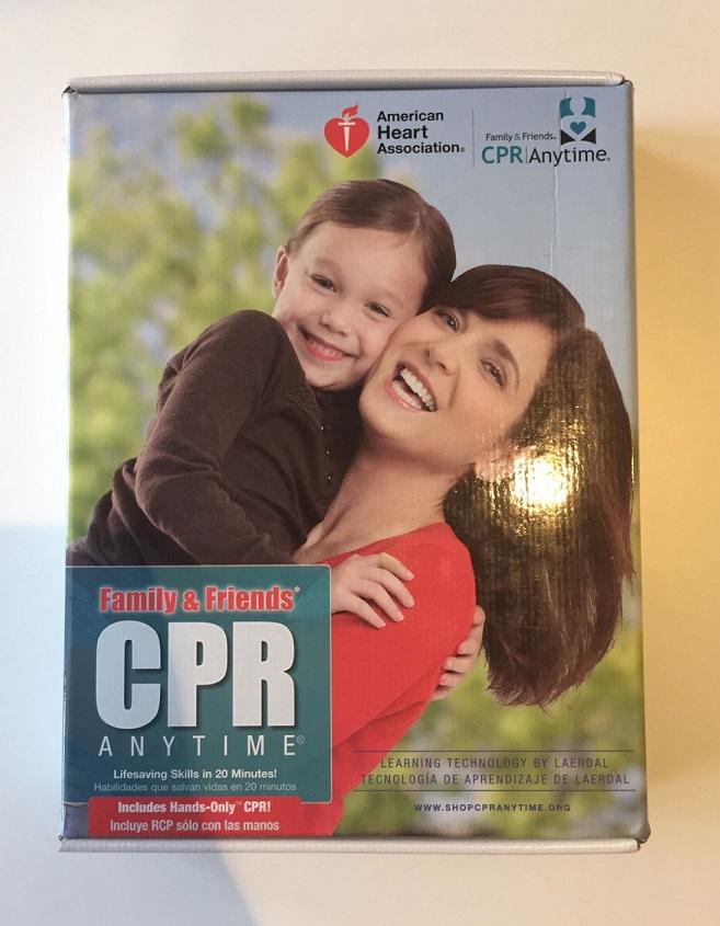 Актерам предлагают обучиться основам сердечно-легочной реанимации с помощью набора CPR Anytime.