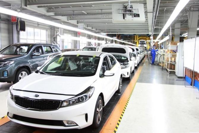 Производство легковых авто в РФ снизилось практически на9% за11 месяцев