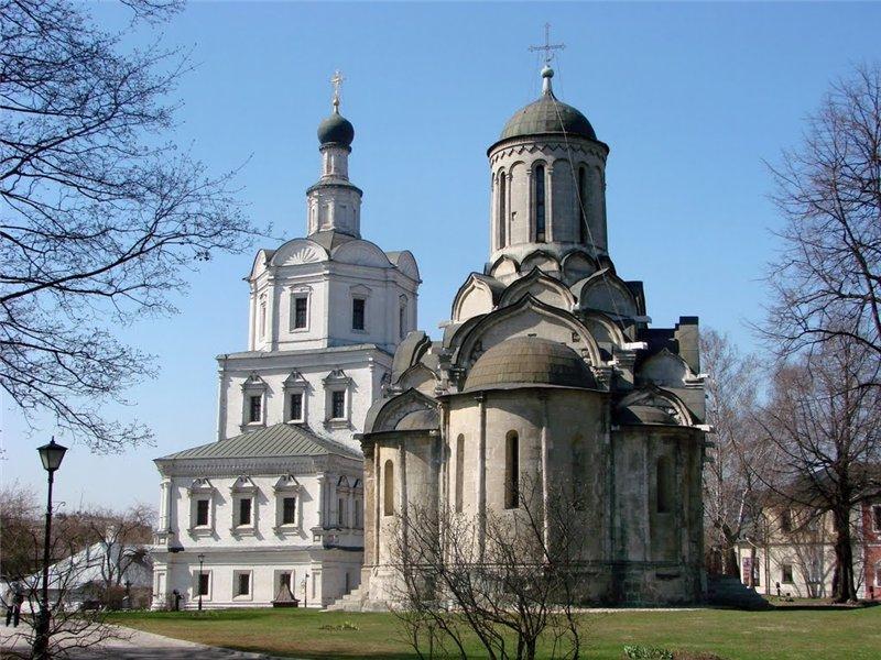Вандалы сожгли крест около Андроникова монастыря учудотворного колодца