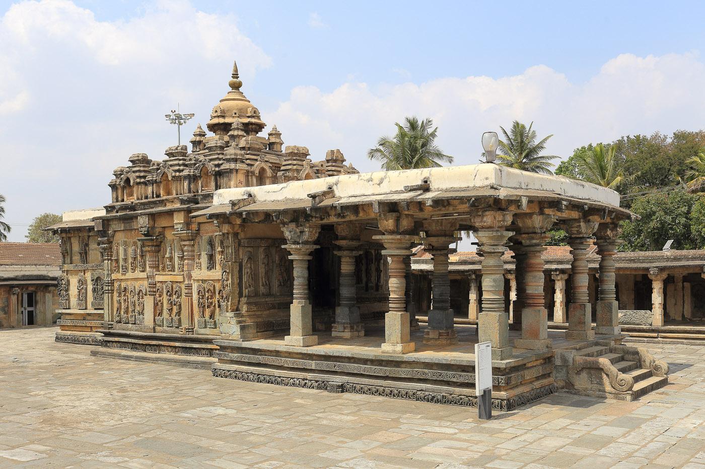 Фотография №21. Ranganayaki Temple. Храм в ансамбле Ченнакесава. Отзывы об экскурсии в Карнатаку. 1/60, -1 eV, f 10, 35mm, ISO 100