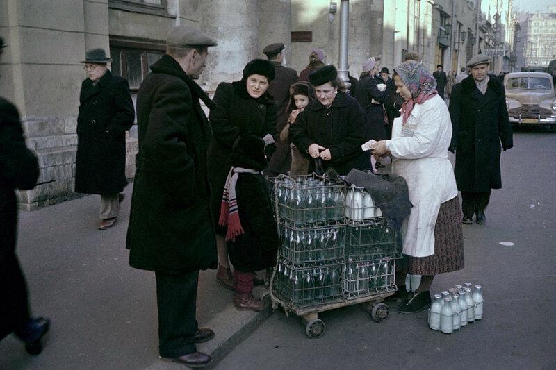545054 Торговля молоком рубеж 50-60-х Philippe Le Tellier.jpg