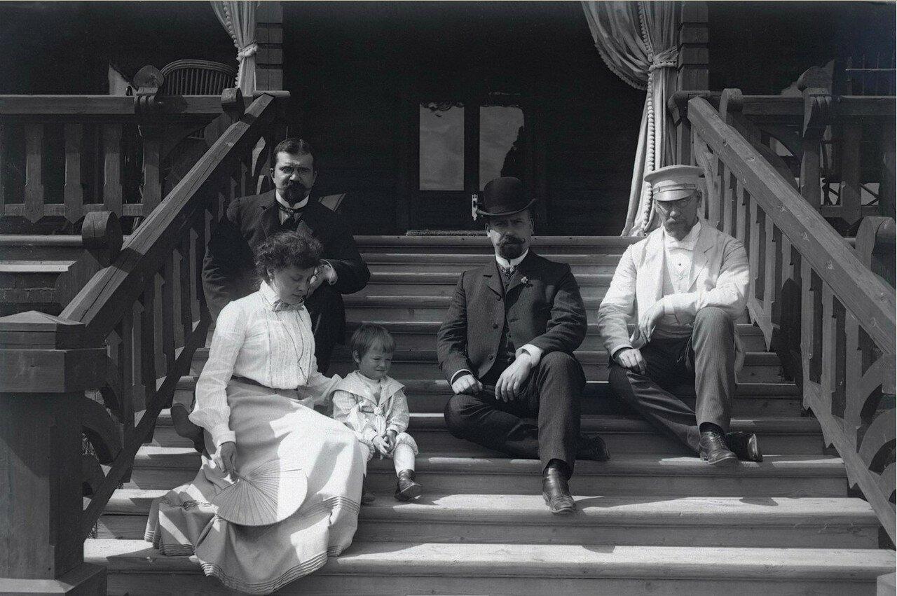 1900-е. Мария Васильевна Вострякова с сыном и гостями