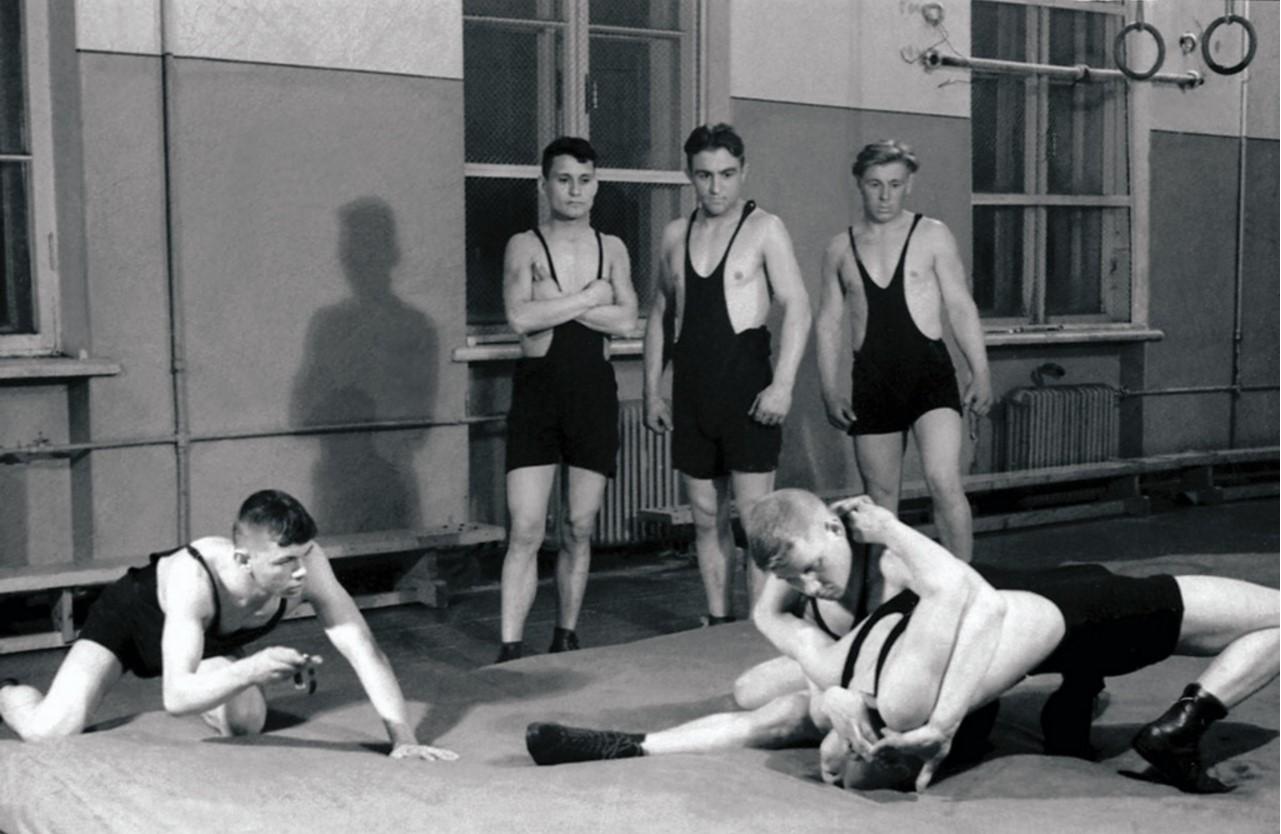 Челябинск. Добровольное спортивное общество «Металлург». Секция борьбы. Подготовка к городским соревнованиям (1952)