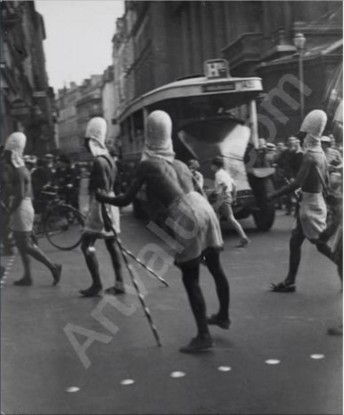 1932. Парад