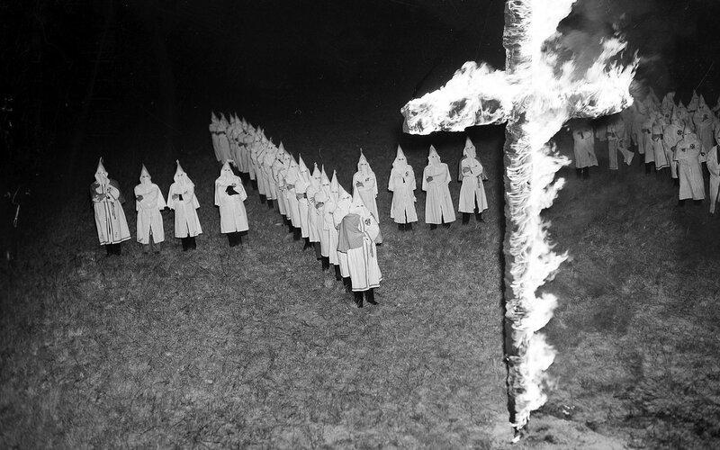 102054532_FILE_-_In_this_Jan_30_1939_file_photo_members_of_the_Ku_Klux_Klan_wearing_white_hoods_trans++BF1pakI7HIhqtQof41pZzkfg0XkMmiLEFSfMlOtDYw0.jpg
