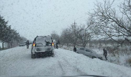 ДТП на выезде из Глодян - автомобиль оказался в кювете