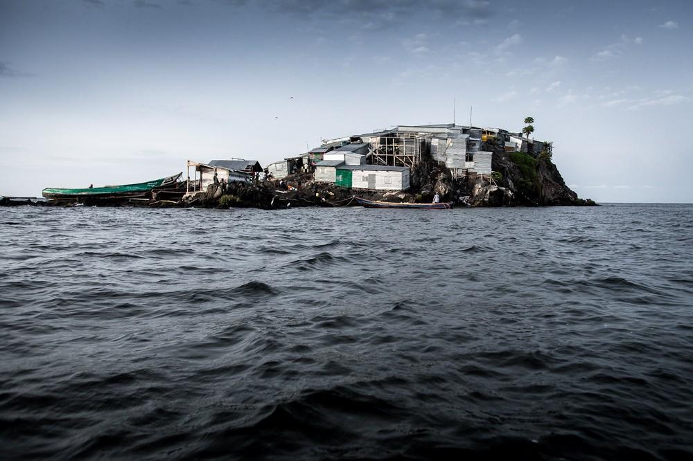 Самый густонаселённый остров мира на снимках Джеско Дензела