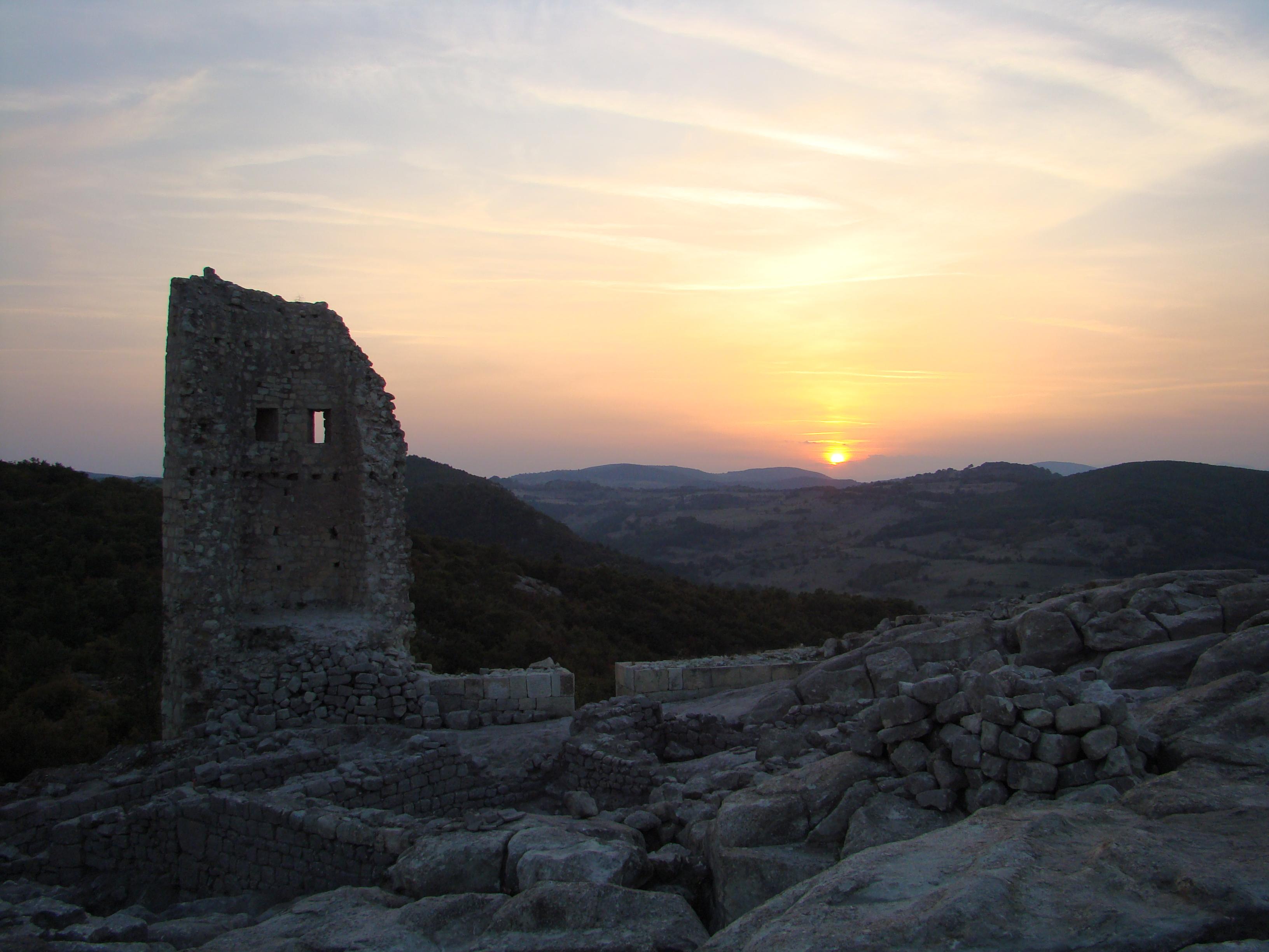 Перперикон (болг. Перперикон, так же Гиперперакион) — древний фракийский город, расположенный в восточных Родопах, в 15 км северо-восточнее от города Кырджали, в Болгарии. Расположен на 470 метровом скалистом холме. Представляет собой огромное мегалитическое святилище, которое в древности было святилищем Диониса