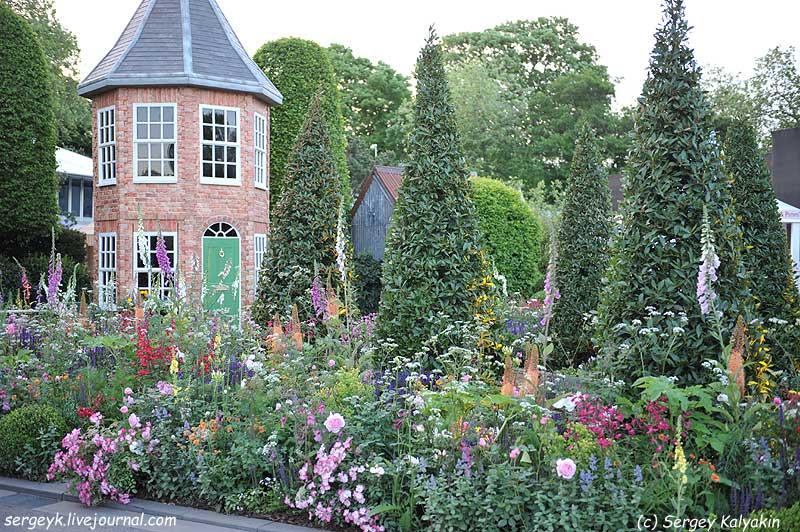 The Harrods Eccentric British Garden.JPG