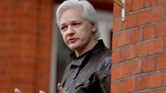 Глава WikiLeaks Ассанж пытался предупредить Госдеп иКлинтон охакерской атаке