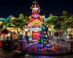 christmas_tree_garland_building_entrance_celebration_christmas_cartoon_65007_1280x1024.jpg