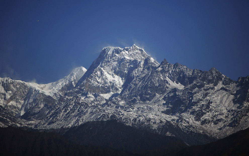 14. Территория Непала по своим природно-географическим особенностям разделяется на высотные поя