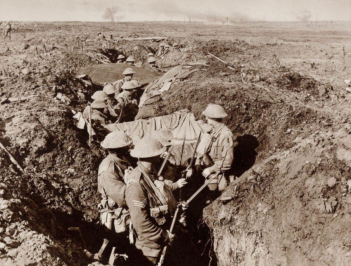 """В окопах во время газовой атаки """"Саперы копают подземные бункеры для пехотного командования. О"""
