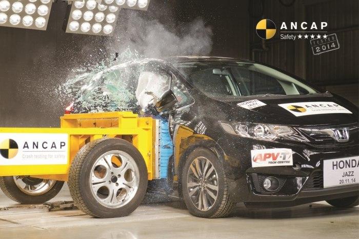 Безопасный компактный хетчбэк Honda Jazz. Тем не менее, Euro NCAP выбрали Honda Jazz лучшим в своем