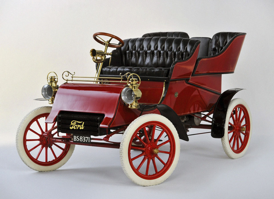 13. Ford Model A (1903) Зубной врач из Чикаго Эрнст Пфенниг вошел в историю, став первым покупателем