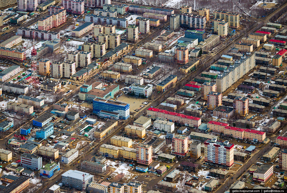 В Мирном расположена штаб-квартира крупнейшей в России алмазодобывающей компании «АЛРОСА». Исто