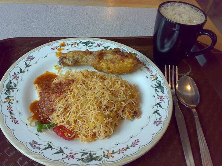 11. Малайзия: жареная курица с лапшой.