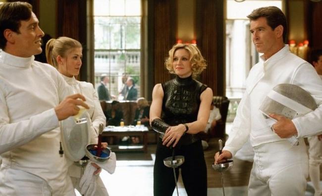Мадонна, «Умри, но не сейчас» Мадонна не только исполнила саундтрек к очередному фильму о Джеймсе Бо