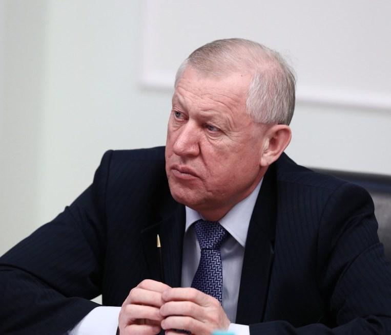 Снег за400 млн. Снегоуборочную технику вЧелябинске будут сопровождать машины ГИБДД