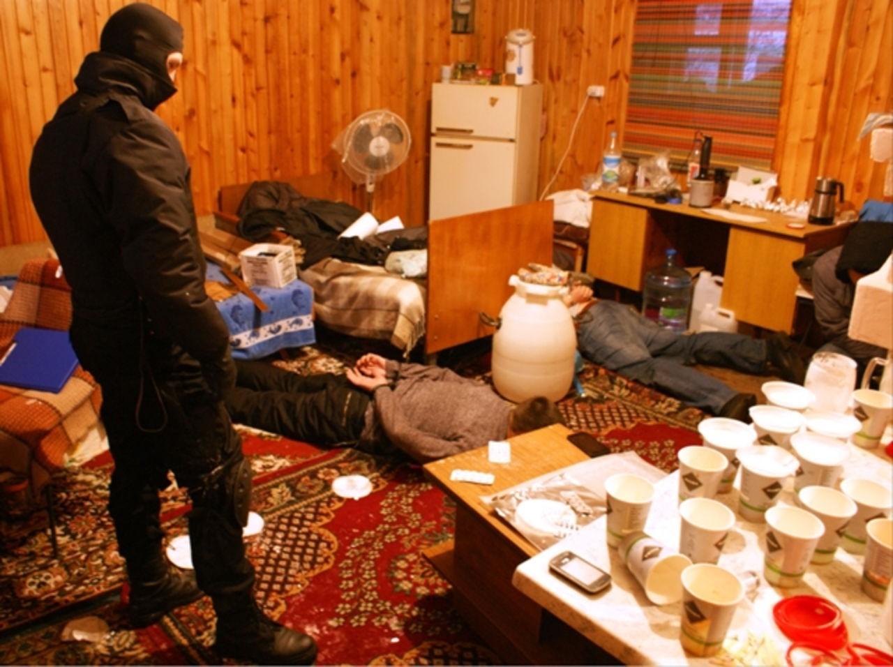 В «новой Москве» работники ФСБ отыскали подпольную лабораторию и100кг наркотиков