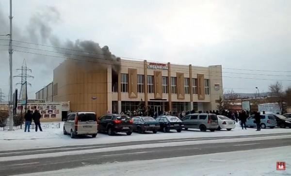 Неменее 100 детей эвакуированы вКрасноярске из-за пожара