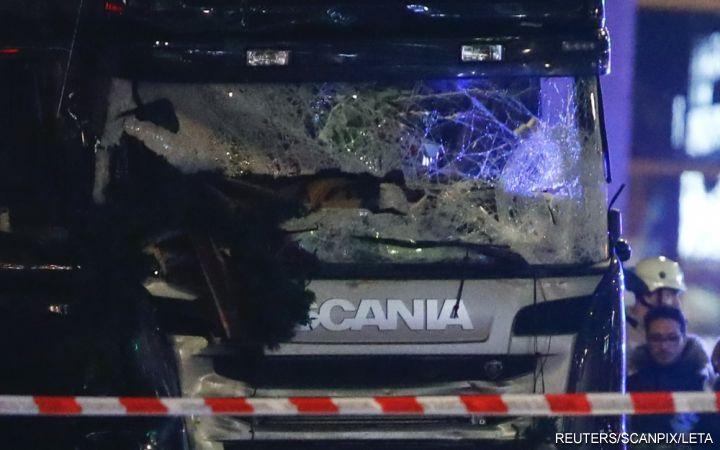 Фургон насмерть раздавил 9 человек нарождественской ярмарке вБерлине