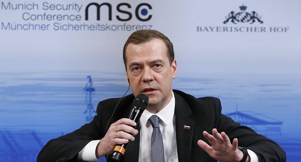 На совещании руководстваЕР посоветовали переизбрать Медведева председателем