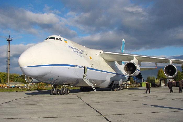 Самолет Антонова доставил крупнейший вмире мотор для Боинга вледяную Канаду