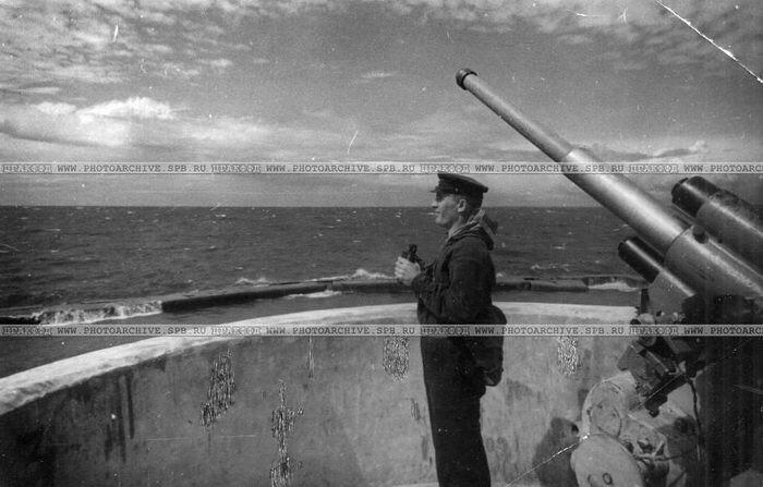 Командир огневого взвода Н-ского форта сержант Н.Е.Соколов. 22 июня 1942, КБФ.