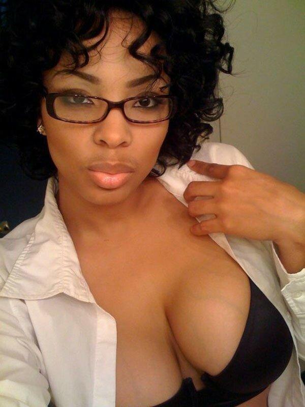 Black girl in glasses naked from star wars