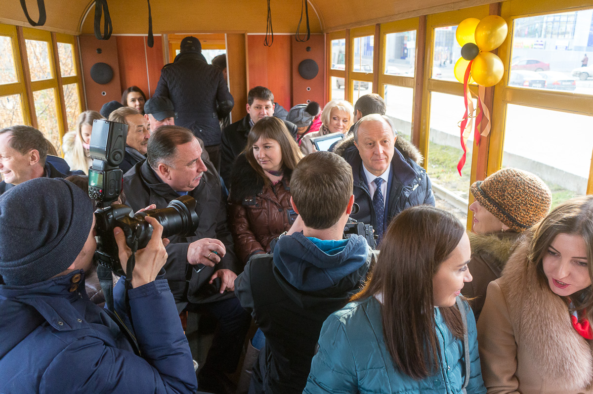 Поездка с губернатором на ретротрамвае фото 3
