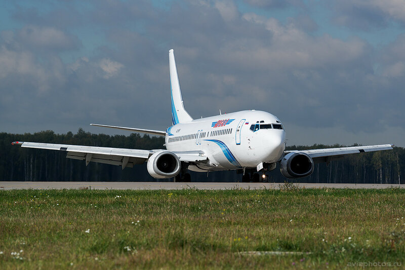 Boeing 737-48E (VQ-BIK) Ямал 088_D801134