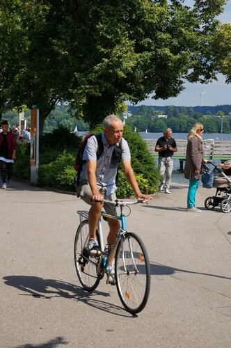 Озеро Штарнберг. Велосипедист.