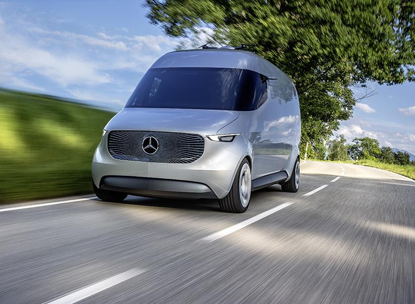Mercedes-Benz Vision Van: почтовый электромобиль с дронами на крыше (8 фото)
