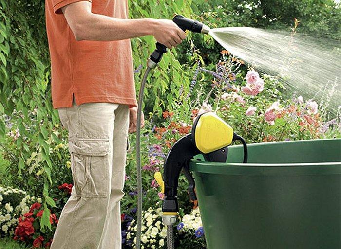 Одним из самых простых и доступных способов полива является установка накопительной емкости, в котор