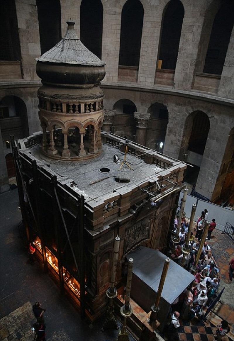 Впервые с 1555 года ученые вскрыли гроб Христа. Вот что они там нашли...