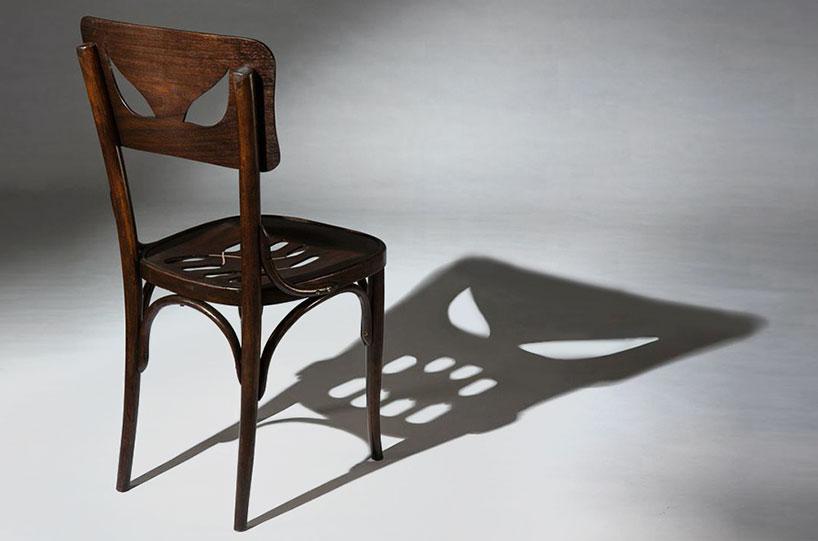 Стул Coppelius отбрасывающий тень призрака, автор Яаара Декел (Yaara Dekel)