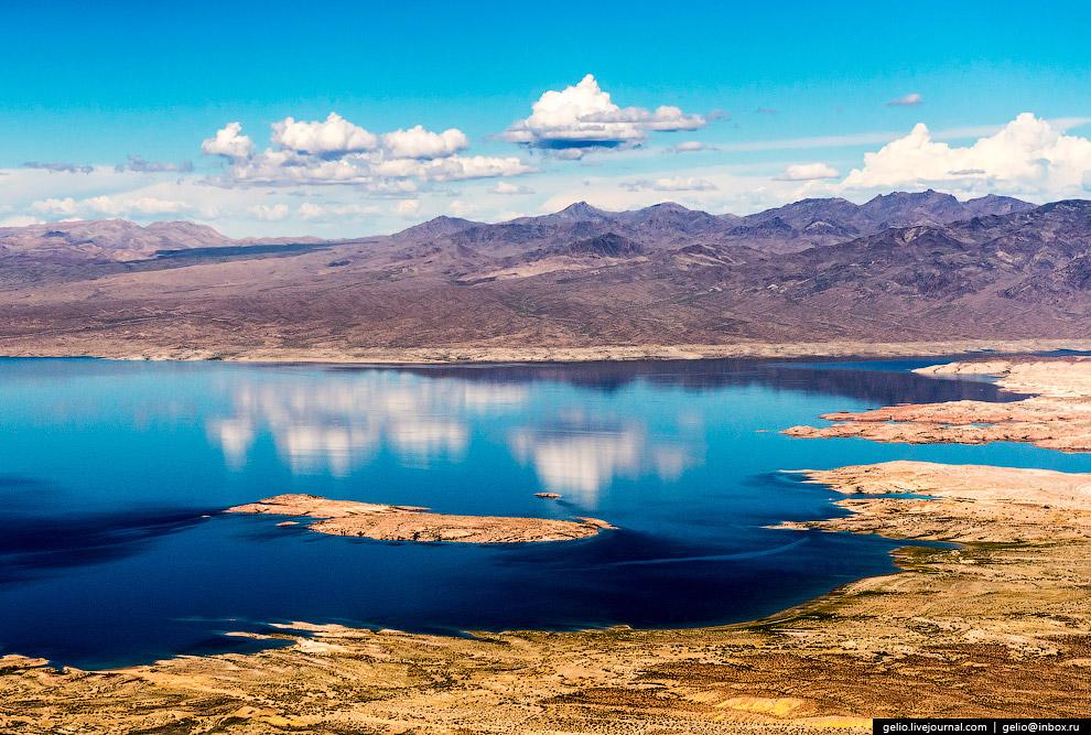11. Большой каньон является одним из крупнейших природных аттракционов в мире, ежегодно его пос