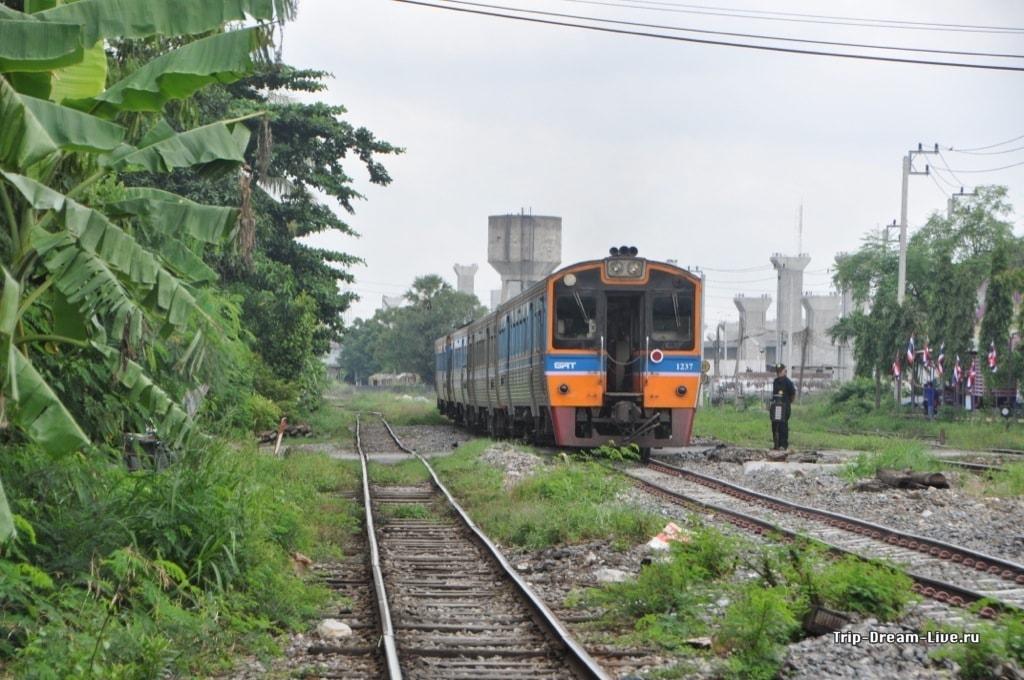 Бангкокская электричка