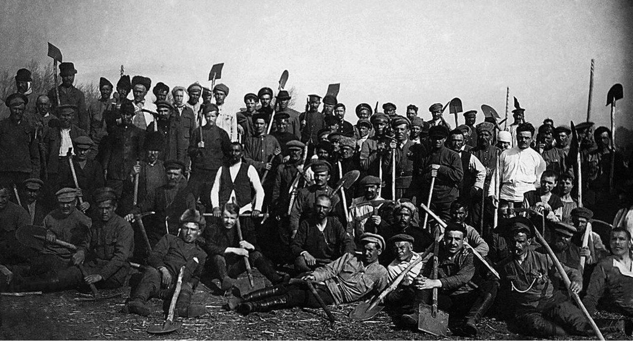 1920. Верхнеуральский уезд. Субботник по заготовке торфа