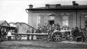 1927. Троицк. Отправка тракторов на поля