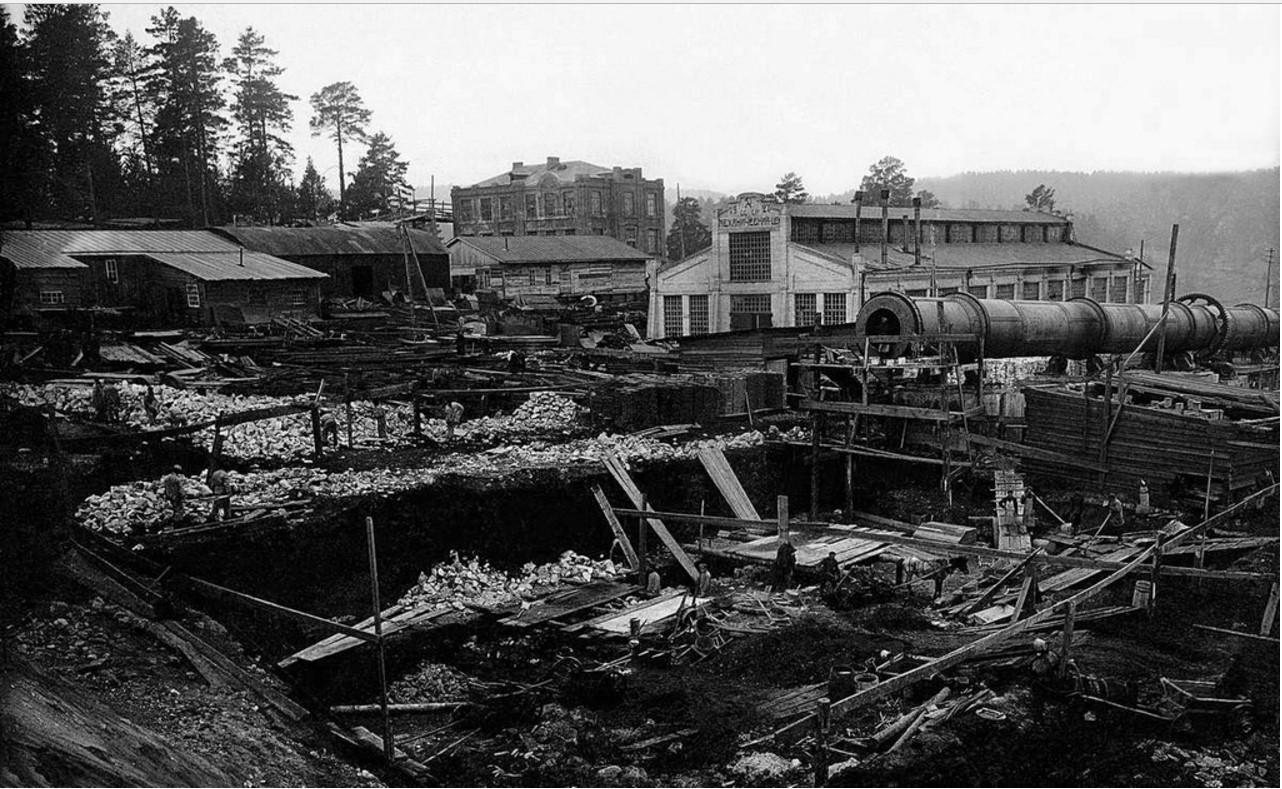 1928. Сатка. Монтаж первой вращающейся печи фирмы «Фельнер» и «Циглер». Завод «Магнезит»
