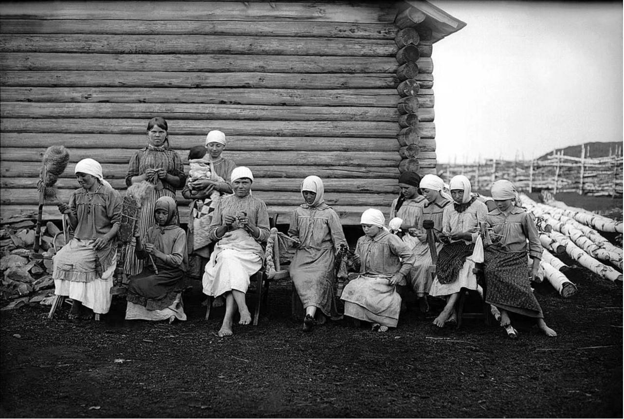 1926. Деревня Калачевка. Девушки за работой