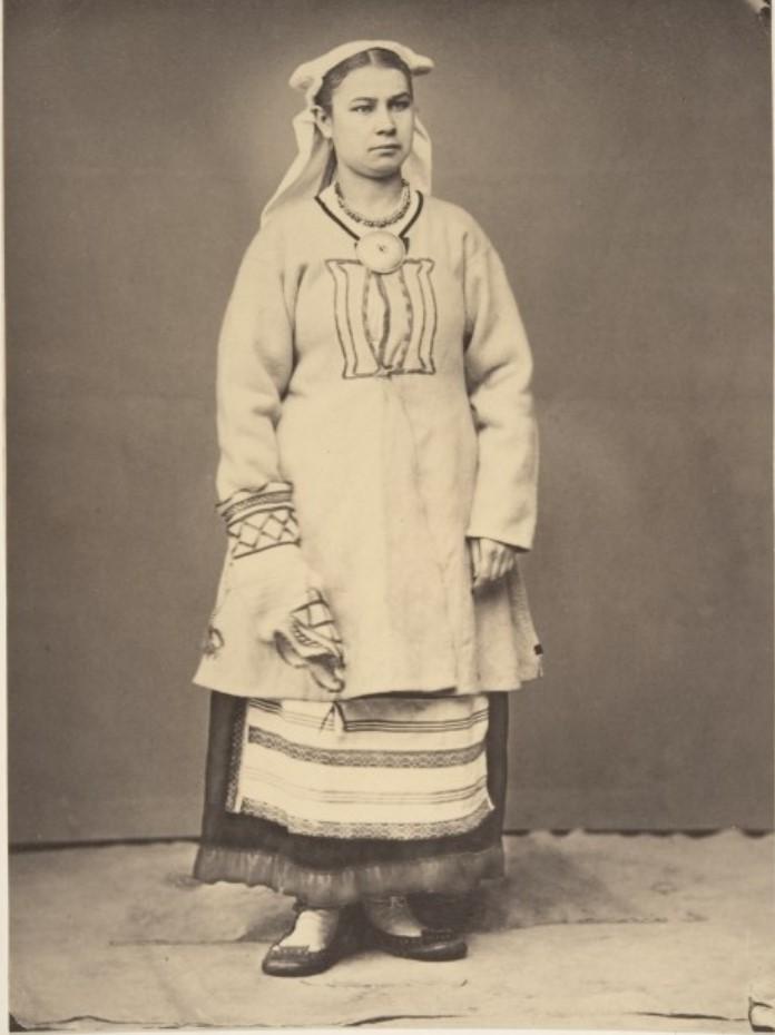 1868. Яаски. Женщина в зимнем наряде
