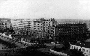 Челябинск. Постройка 7-этажного дома («Центральный гастроном») и 4-х этажного обкома ВКП(б). 1936