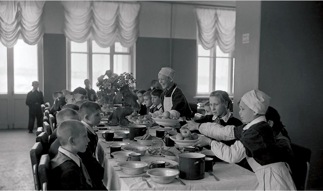 Челябинск. Школьная столовая (1951)