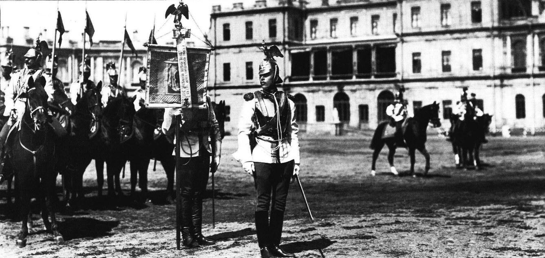 Лейб-гвардии Кирасирский е.и.в. Марии Федоровны полк на параде